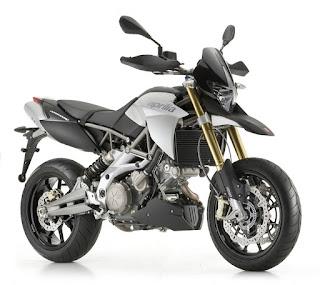 Motor yang suka Adventure-an lebih cocok Velg Jari Jari atau Velg Racing?