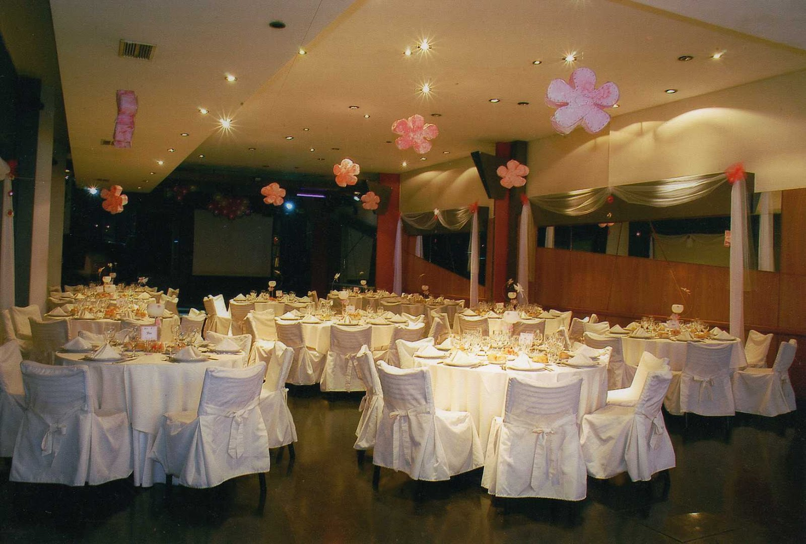 Faar eventos decoraciones for Arreglos para boda en salon