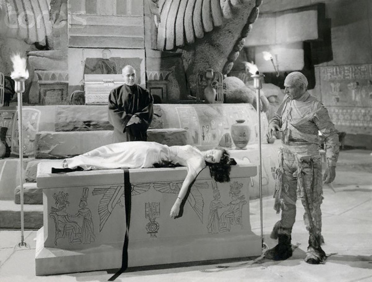 peggy-moran-in-the-mummys-hand.jpg