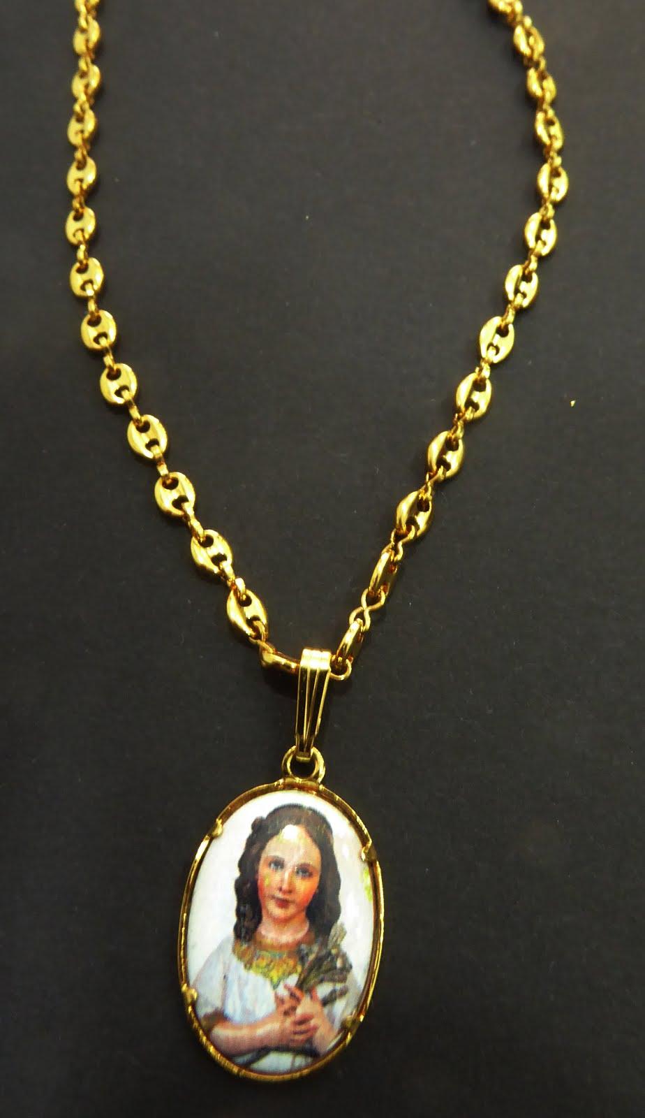 Medalla esmaltada con la Virgen Niña con cadena