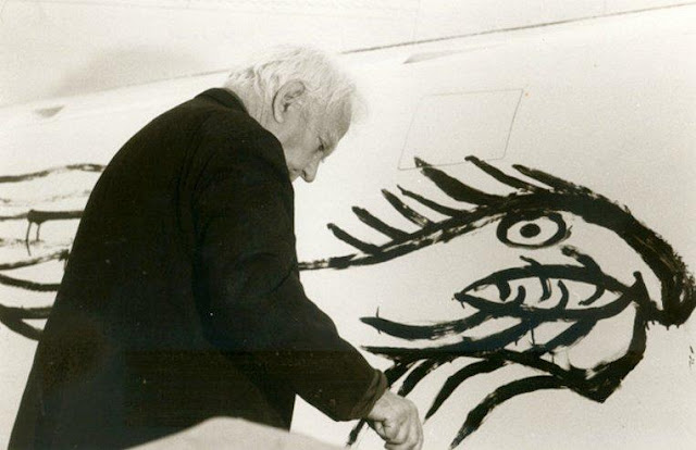 Alexander Calder - Awesome American Sculptor Artworks Seen On www.coolpicturegallery.us