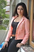 Poonam Bajwa latest sizzling photos-thumbnail-9