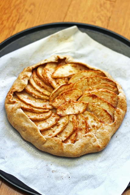 It Bakes Me Happy: Apple Cinnamon Galette