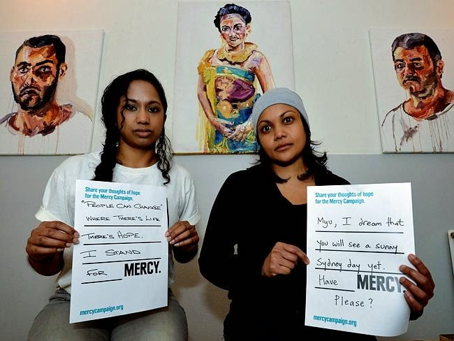 Niranjela Karunatilake (left) and Roshine Singam show their support for Myuran Sukumaram at an art gallery in Amsterdam, Holland. Picture: David Dyson Source: News Corp Australia