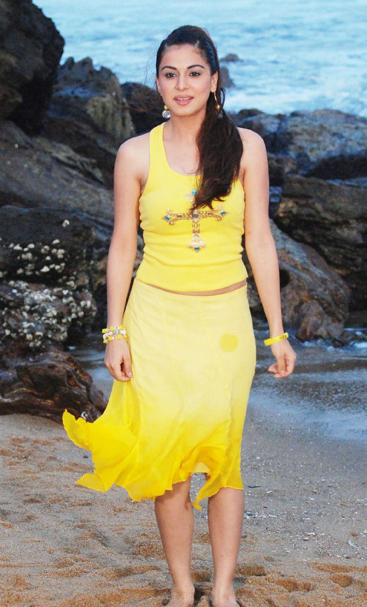 Happy Holi 2012 Shraddha Arya Cute Stills In Yellow Dress