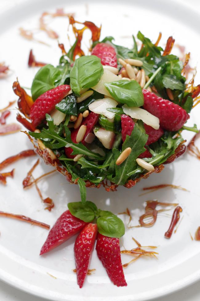 Basil strawberry salad recipe by xenia kuhn for fashionrolla.com
