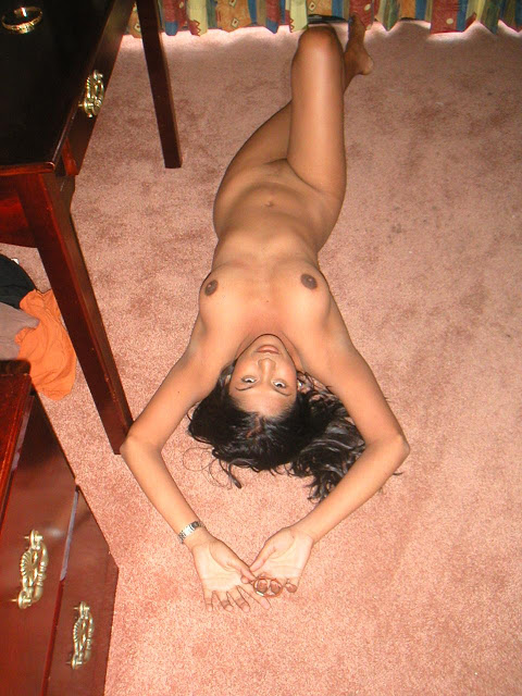 indian girl posing withou clothes nude