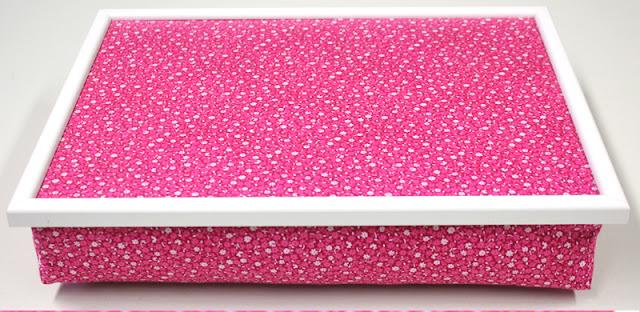 Knietablett, Laptray, Lap Tray, Laptop Tray, Betttablett, Bettablett, Kniekissen, mit weißem Rahmen, Vintage Stoff Blumen, Streublumen, Streublümchen, 60er, 70er, weiß, pink, rosa Made in Germany wohnraumformer