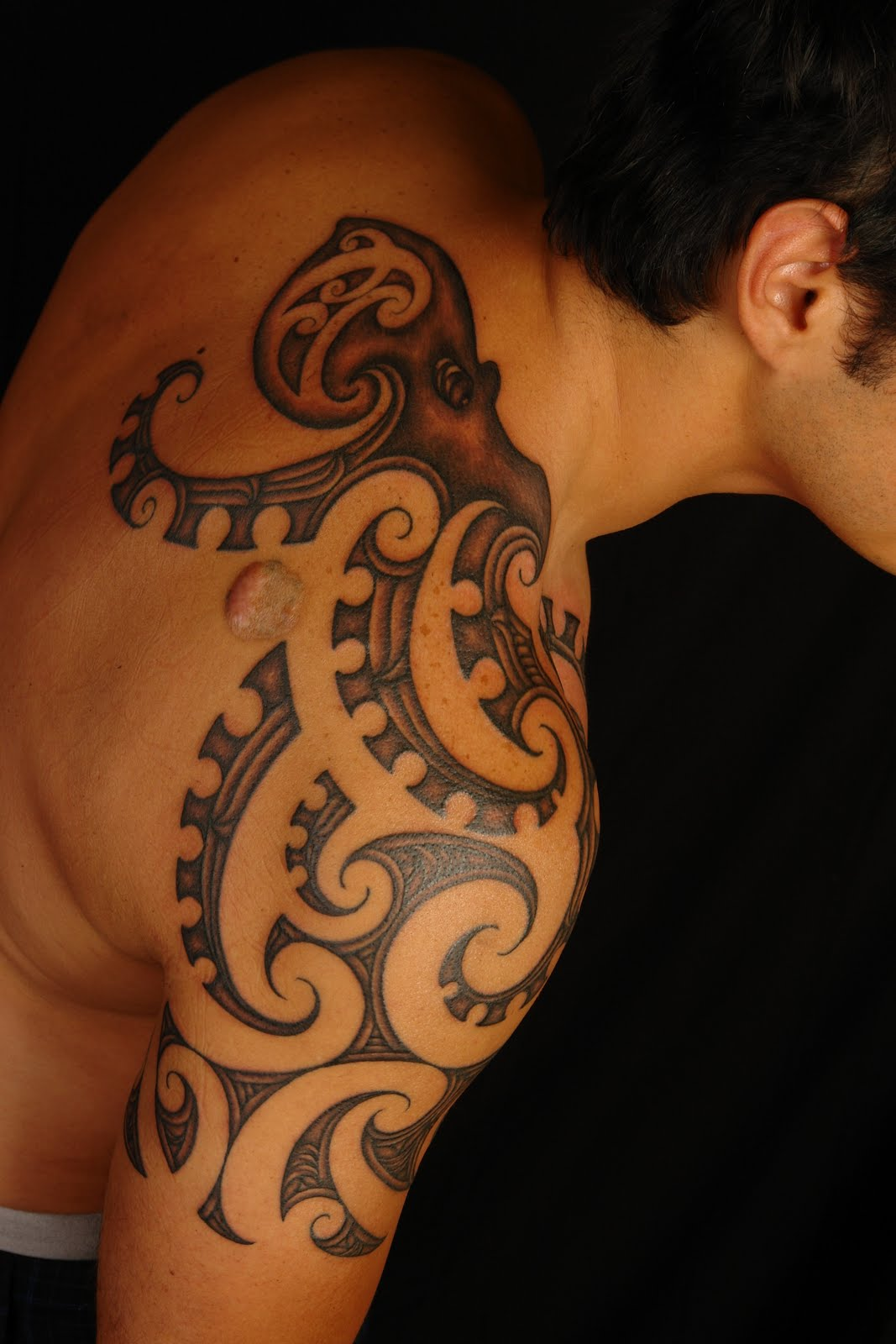 Body art world tattoos maori tattoo art and traditional for Tribal body tattoo