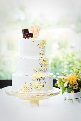 Dimensional floral wedding cake by the Eldorado Bakery l Lauren Lindley Photography l Hidden Valley Country Club l Take the Cake Event Planning