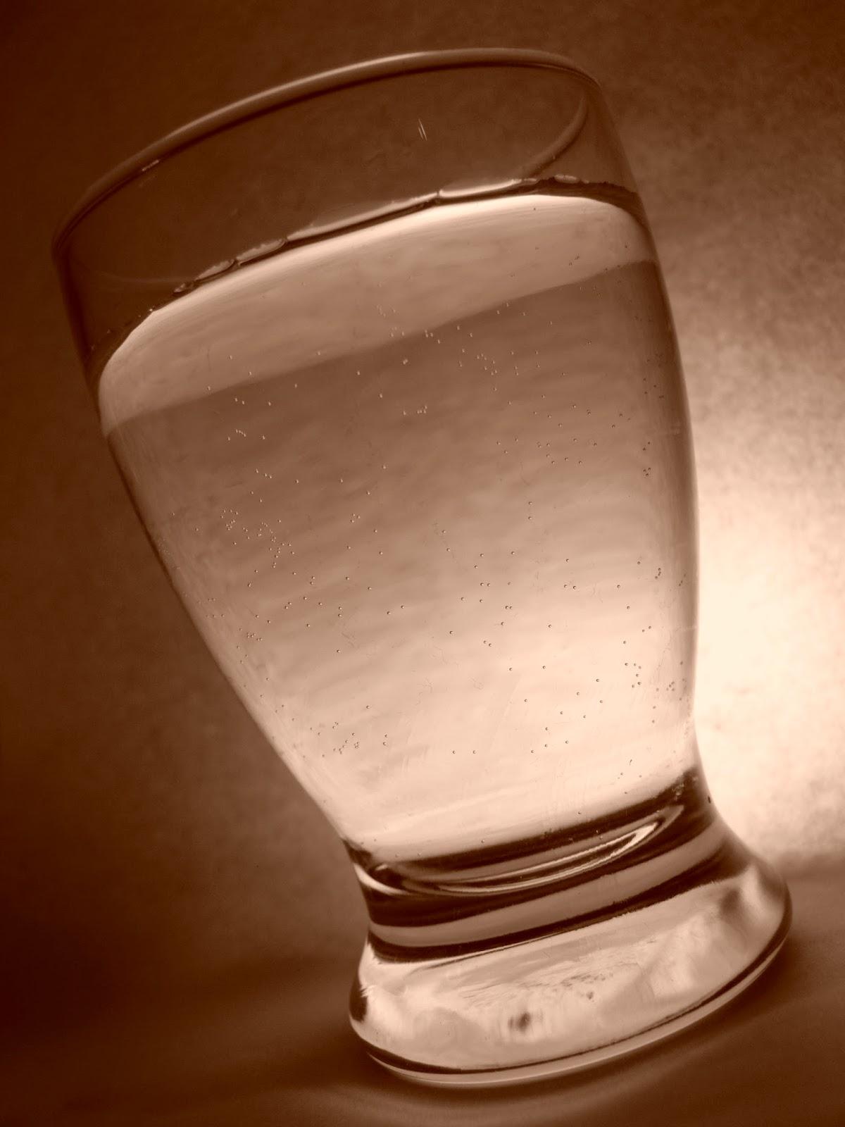 Manfaat minum air putih di pagi hari bagi kesehatan