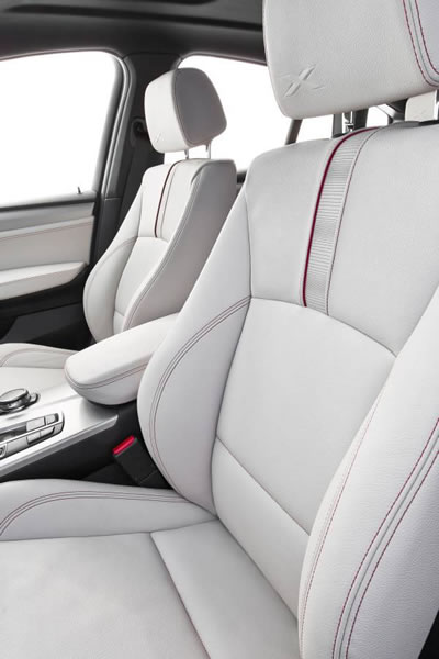 BMW「X4 M40i」のフロントシート画像