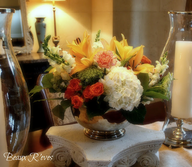 Dining table floral arrangements dining table for Dinner table flower arrangements