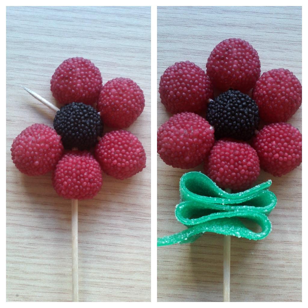 Creando ardiles flores gominolas for Centros de mesa con chuches