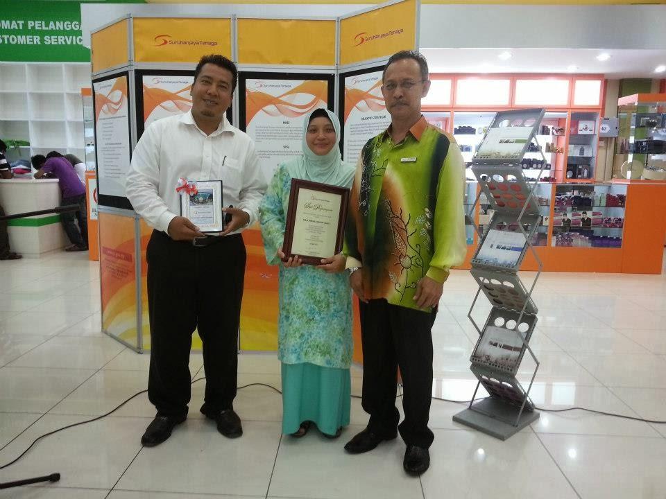 Penerimaan Anugerah dari Pengarah STM