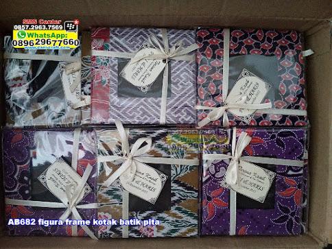 figura frame kotak batik pita jual