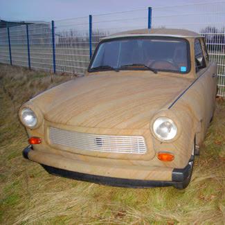 Une voiture en pierre ...