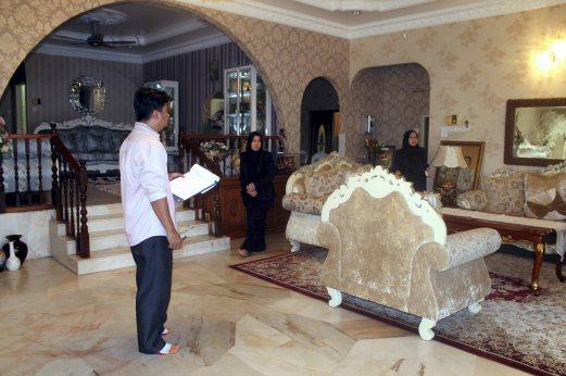 Barang Rumah Datuk Hamidah Dilelong RM100,000