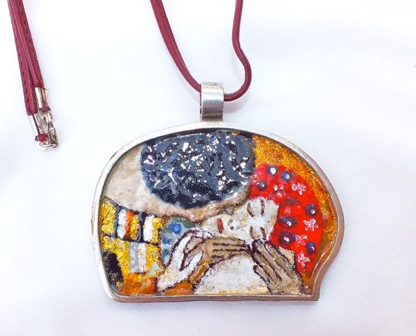 Colgante en Plata y Esmalte de la artista Ana Andras