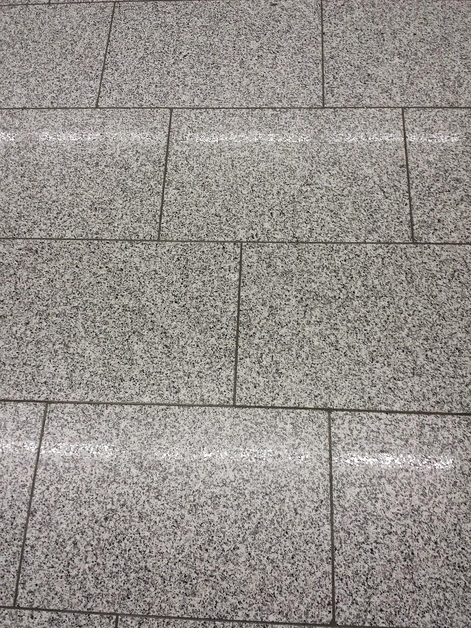 Πώς στεγνώνουμε το πάτωμα πολύ γρήγορα;