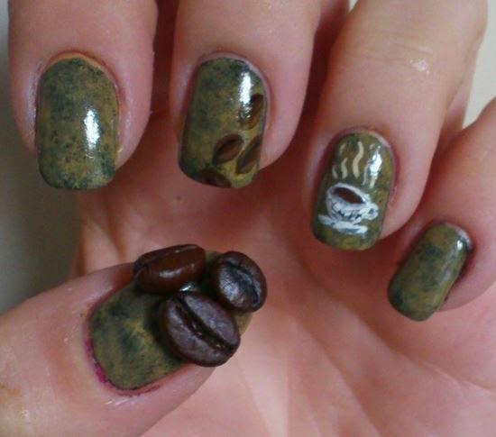 Unhas decoradas com motivos de café e chocolate quente / foto: Huffington Post