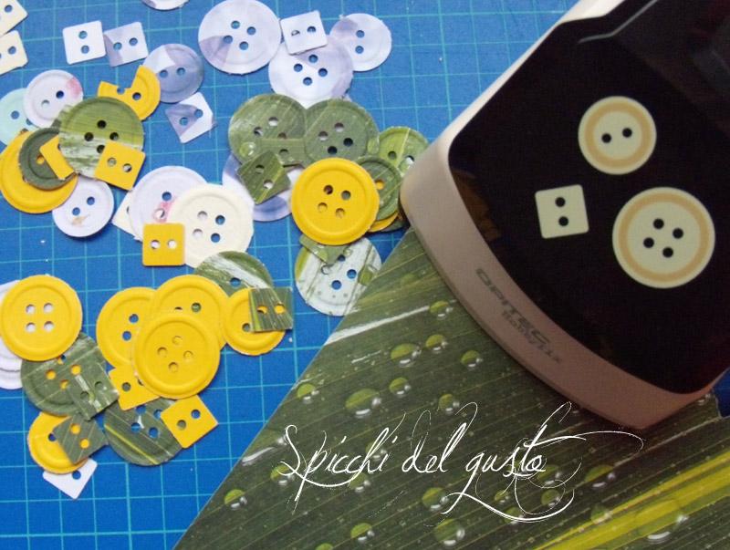 Fustellatore che incide e taglia bottoni