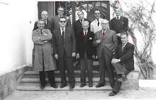 Profesores en la escalera colegio Diciembre 1959