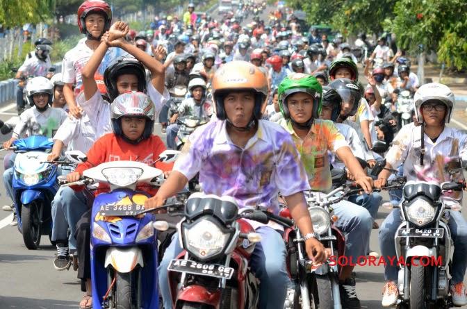 foto perayaan kelulusan anak sma jatim