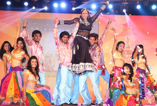 Rani Chaterjee dance at Bhojpuri Film Awards 2013 images.