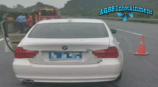 Hangzhou -Meski kejadian seperti ini bisa terjadi dimanapun dan kapanpun, namun peristiwa yang terjadi di Hangzhou, Provinsi Zhejiang, Tiongkok, ini bisa menjadi pelajaran berharga bagi kita. Karena bertindak sembrono yakni memotret suami yang tengah mengganti ban mobil di pinggir jalan tol, seorang wanita tewas tersambar sedan BMW.