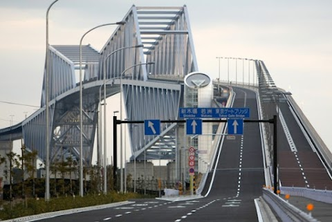 Critics say Tokyo Gate Bridge should have allowed bicycle traffic