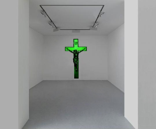 Prenez et mangez - 2010 - Crucifix Chewing gum spearmint. 110 in x 61 inches The work naturally diffuses the smell of mint chewing gum. © Klaus Guingand