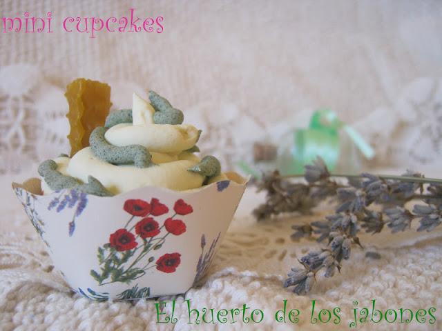 Packaging cupcakes
