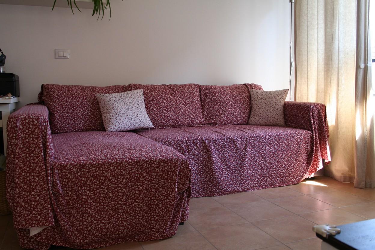 Coprire divano idee per il design della casa - Copri divano letto angolare ...