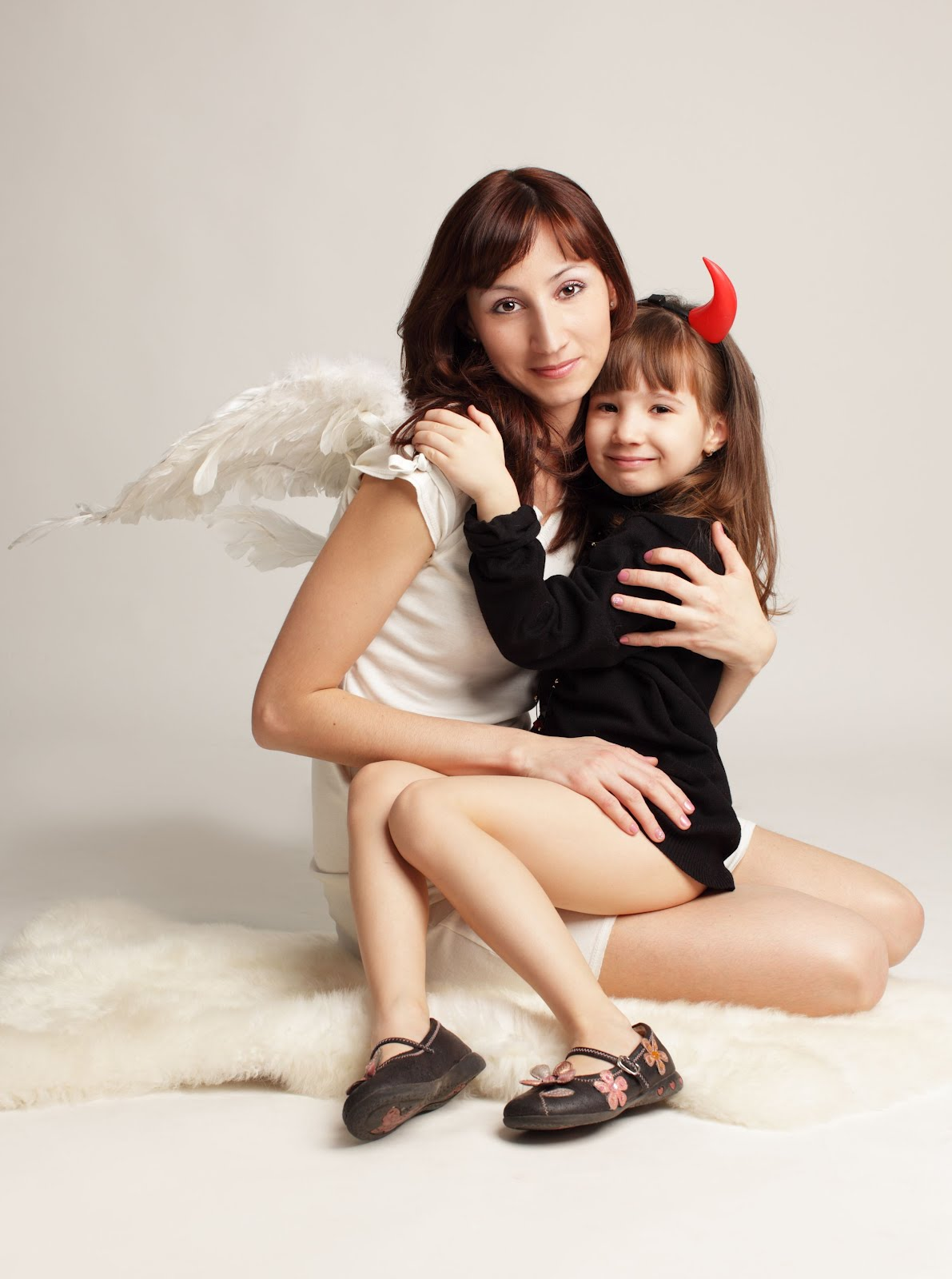 Angel y Demonio - Mamá e Hija - Mother and little girl - Angel and
