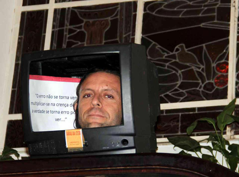 Quero te ver dentro da TV para ver a TV fora de você ! ! !