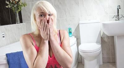 arsip-artikel-unik.blogspot.com - Wanita Ini Sangat Takut Dengan Toilet