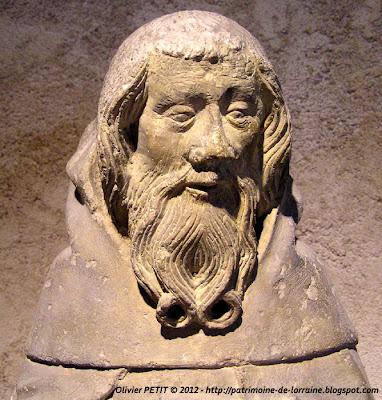 Statue de Saint Antoine aux ardents en pierre calcaire. 1er tiers du XVe siècle.