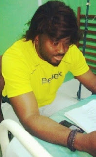 desmond elliot wearing wig