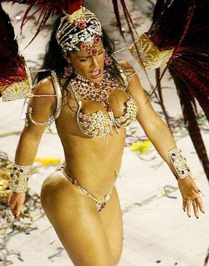 Bailarines adolescentes de Carnaval de Brasil