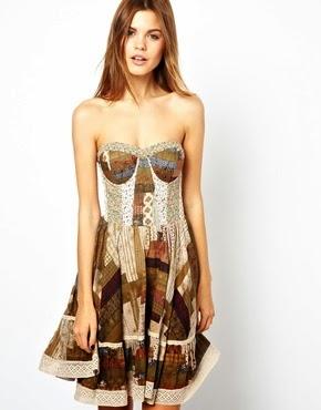 straplez desenli kısa elbise