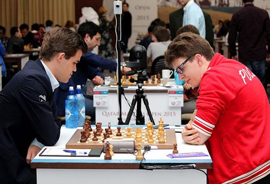 Ronde 4 : le talentueux Jan-Krzysztof Duda reçoit une leçon d'échecs de champion du monde en titre, à Magnus Carlsen - Photo © Katerina Savina