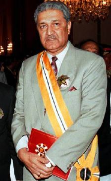 doctor abdul qadeer khan Dr abdul qadeer khan is a pakistani metallurgist and the father of pakistan's  nuclear weapons program in pakistan, dr khan is considered a.
