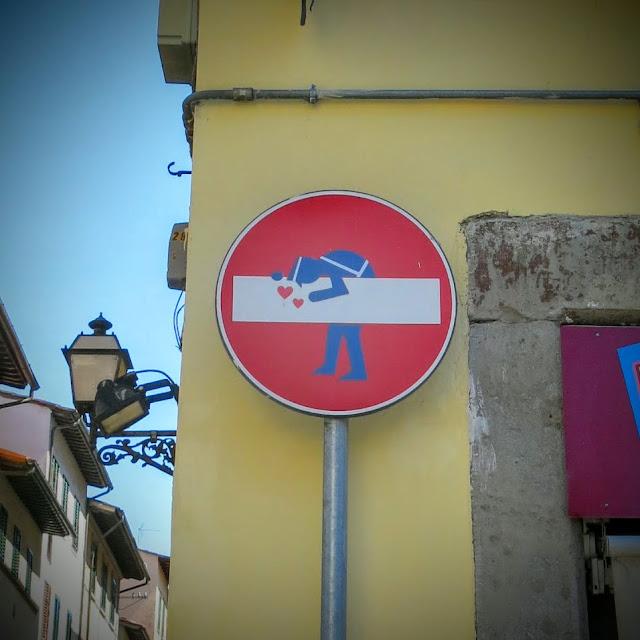 Gatukonst i Florens - Clet Abraham och gatuskyltarna
