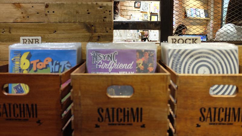 Whatneilwritesabout.com Satchmi Vinyl Shot