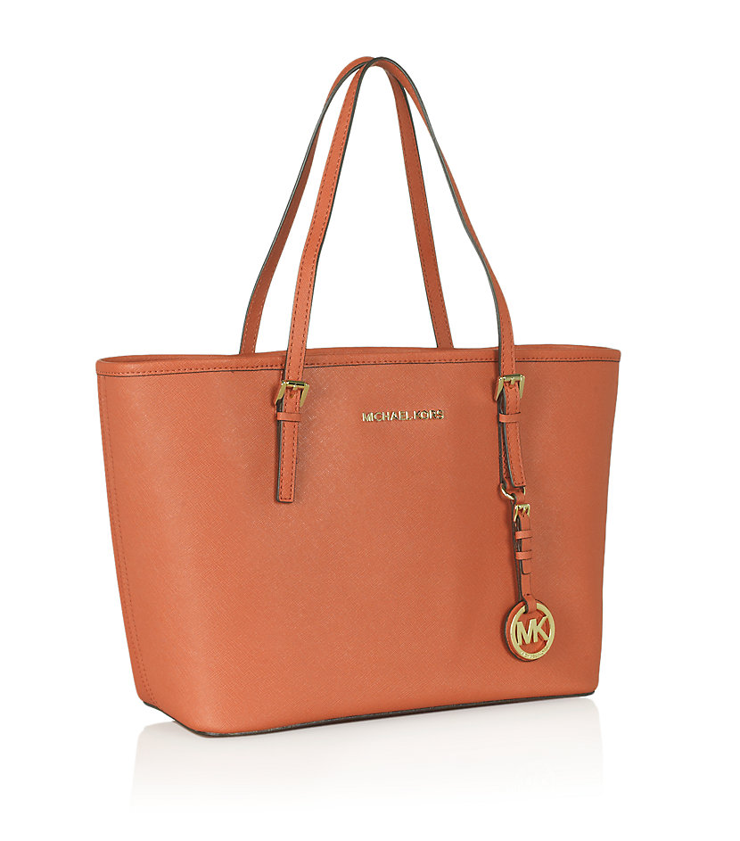 The magnificence of Michael Kors is now yours for keeps! anatomi.ga is rolling in the magic of those luxurious Michael Kors bags you love. Since its inception in the year , this award winning designer brand has always managed to materialize its metaphors into trendsetting bags.