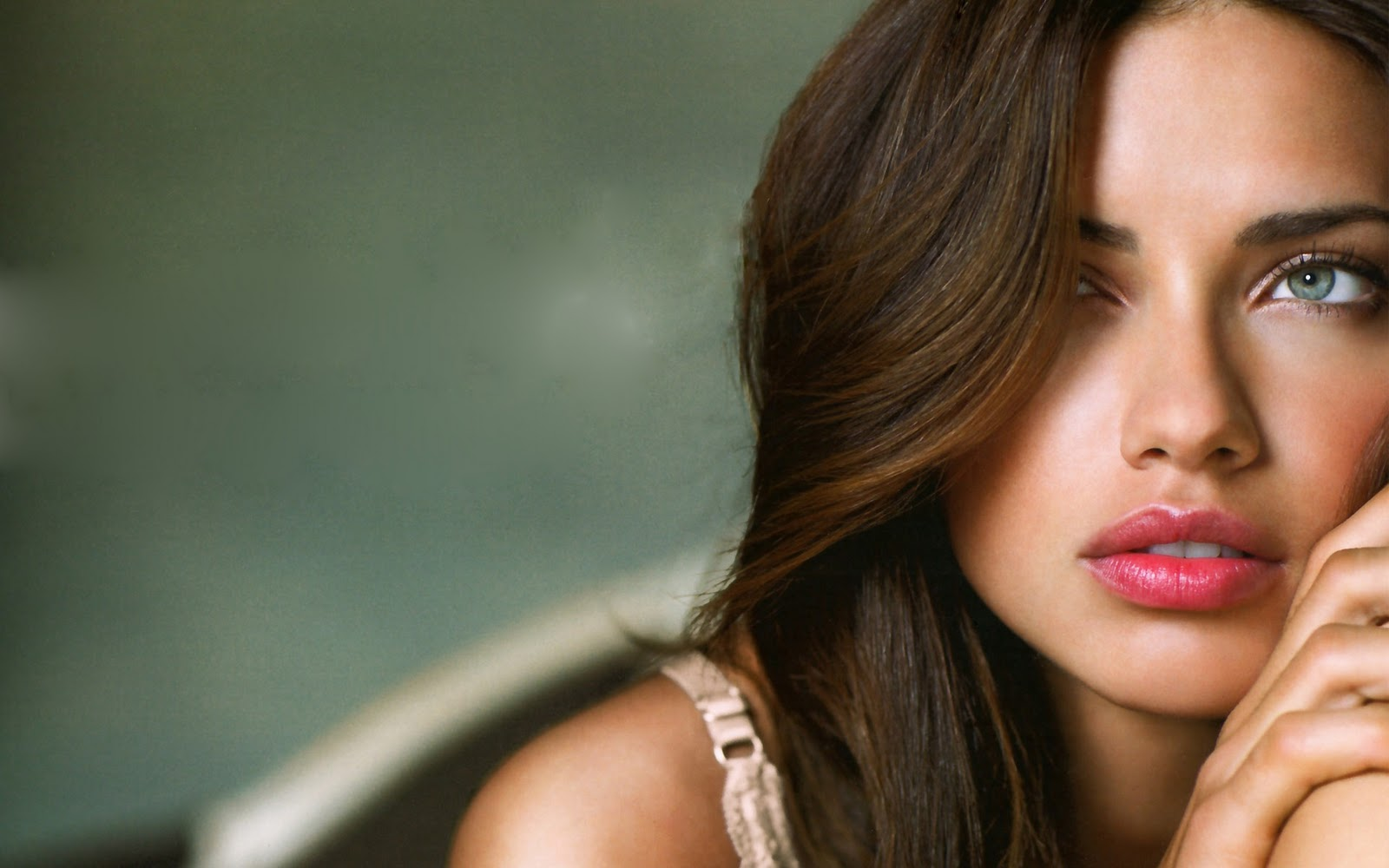 adriana lima hot wallpapers 2012 - scrappy gifts