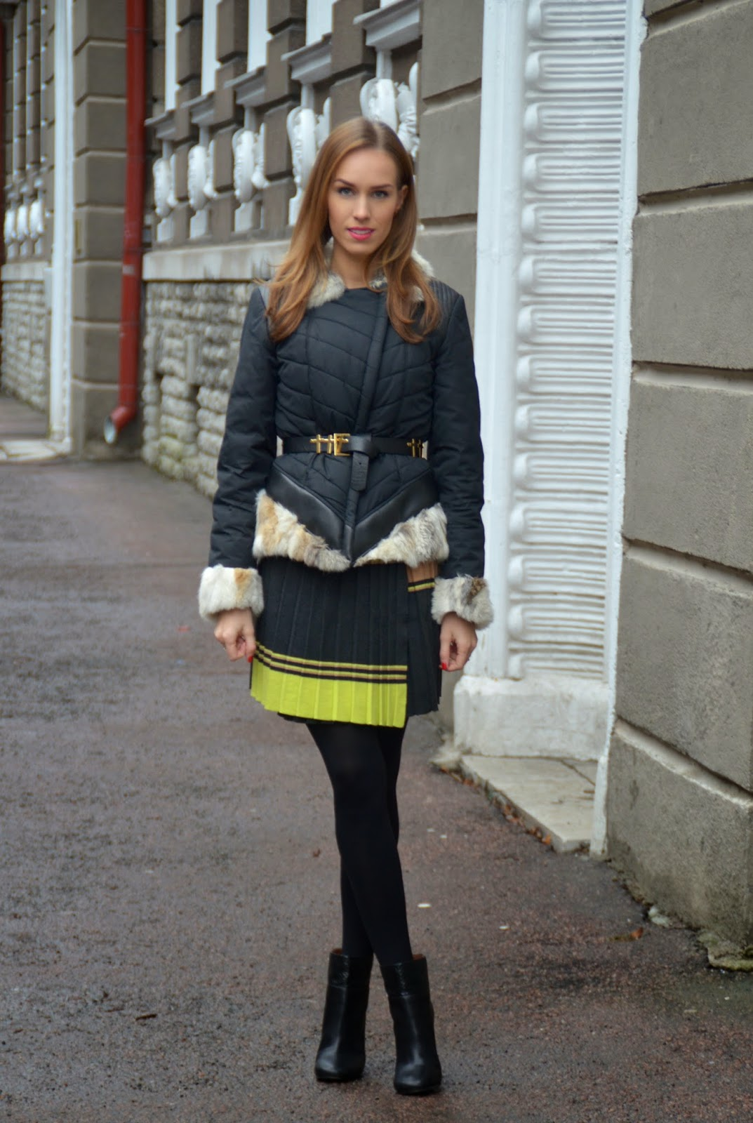 black-jacket-fur-collar-pleated-skirt-ankle-boots