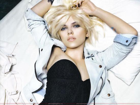 Scarlett_Johansson_hot_in_black