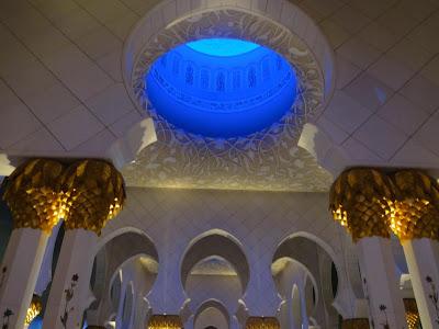 http://www.abudhabi-ofw.blogspot.com/2012/12/zayed-mosque.html